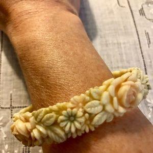Vintage Celluloid Bracelet in EUC